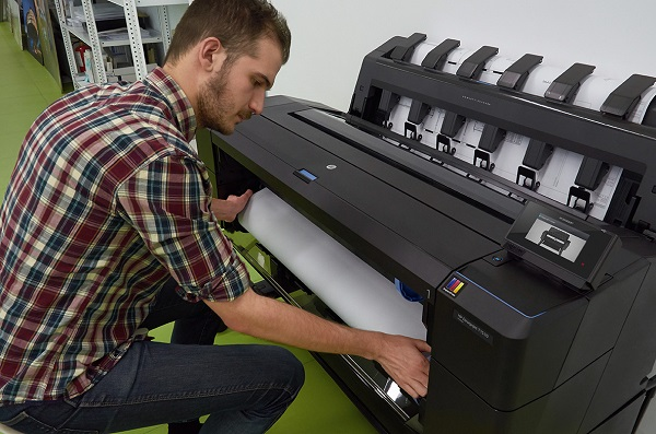 HP DesignJet T930ps mit Frontbeladung