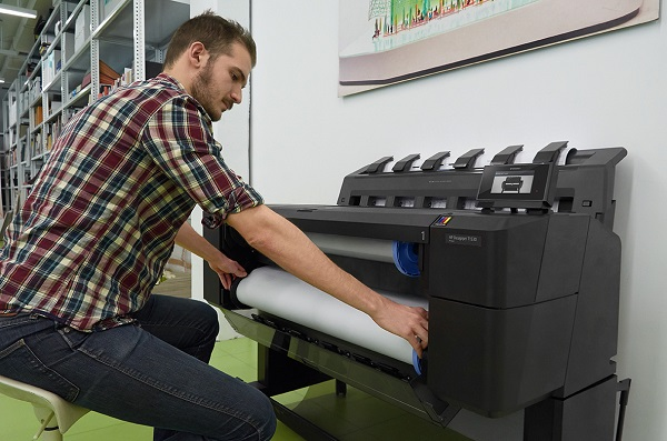 HP DesignJet T1530ps mit Frontbeladung